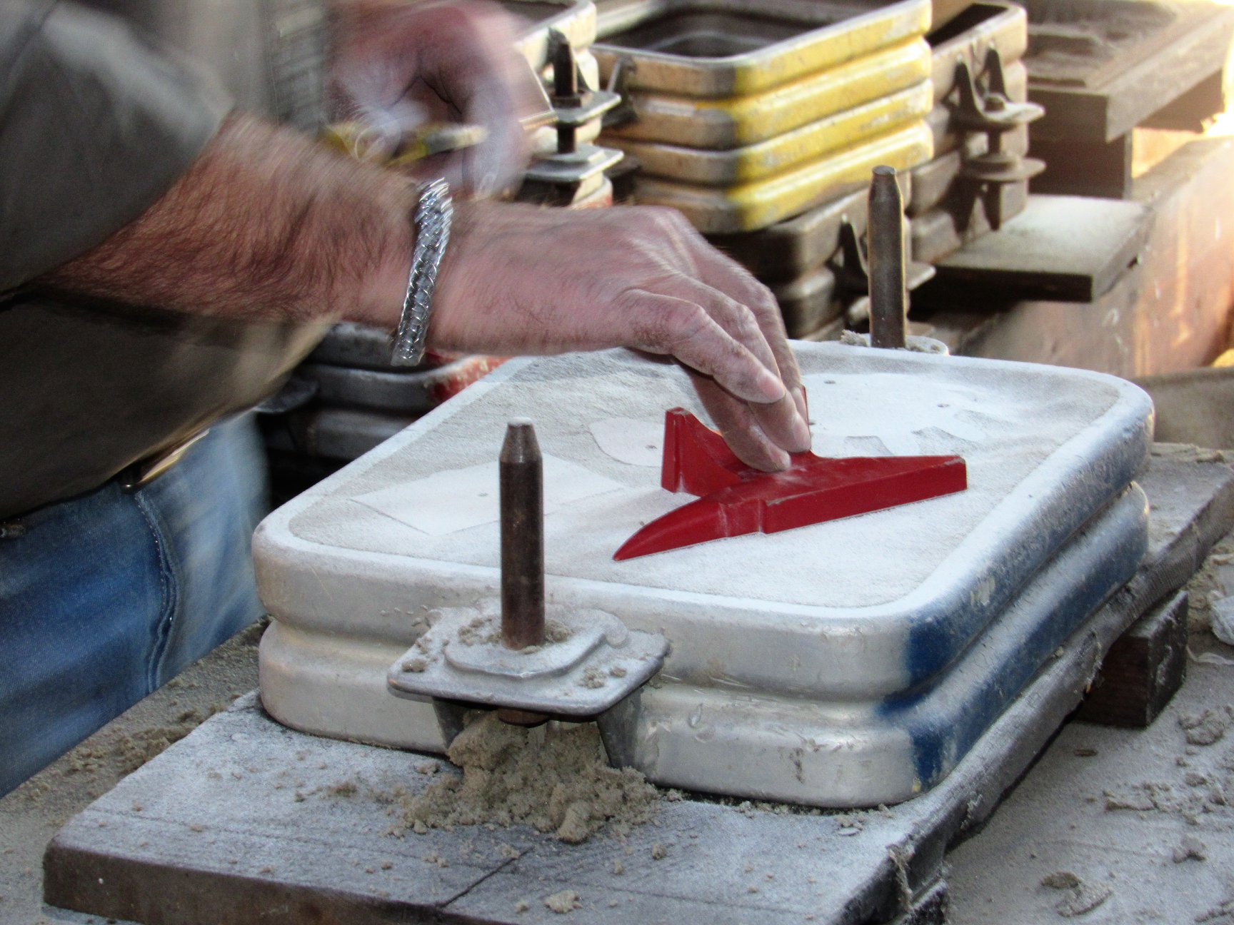 1_A-green-sand-mold-being-prepared